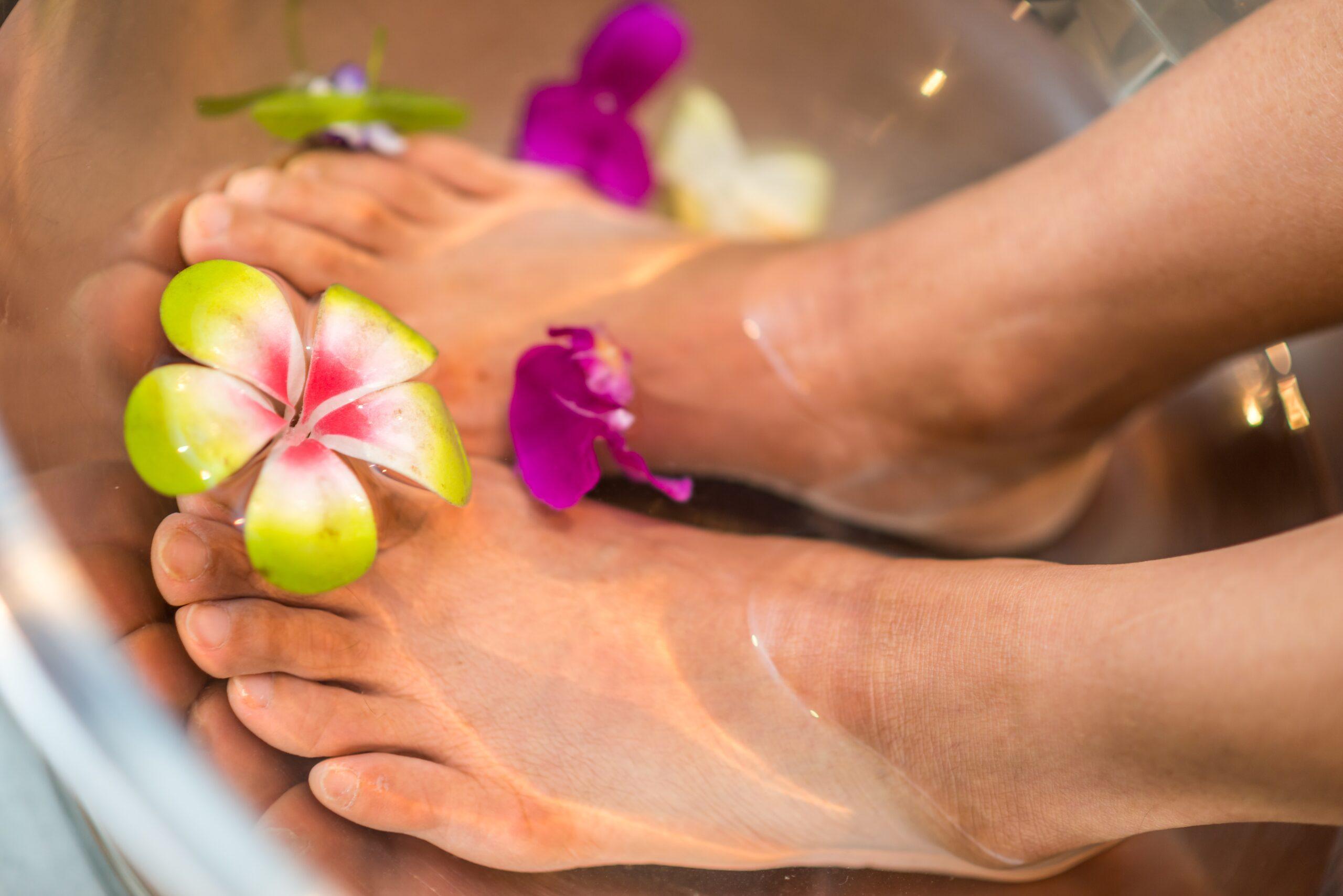 Forkæl dine fødder med et hjemmelavet fodbad